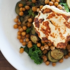 Veggie bowl with crispy chickpeas & halloumi