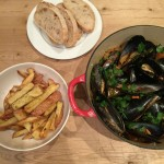 Weekend cooking: Mussels & chips {Moules frites}