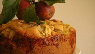 Sticky apple & cinnamon tea cake